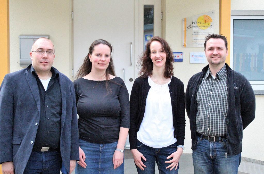 Gruppenfoto vom Fachtag vor dem Haus Sonnenwinkel