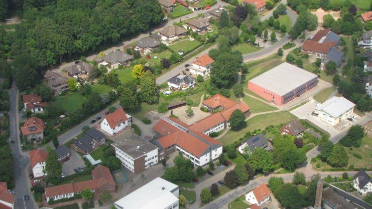 Luftaufnahme der Ostercappelner Schule
